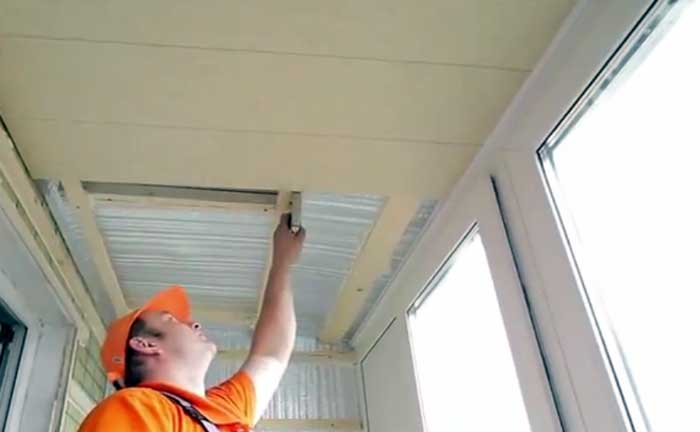 Потолок балкон отделка.