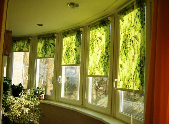 рулонные-шторы-на-балкон